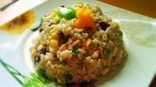 Sałatka smakosza (studencka)  Składniki: ryż (ok. 2 woreczków), zielona papry...