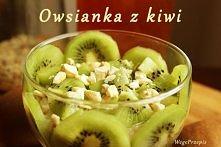 Dzisiaj moja śniadaniowa ulubienica, czyli owsianka w towarzystwie kiwi i gościnnie orzechów nerkowca. Kto się skusi? ;)