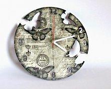 zegar decoupage z motywem motyli w stylu shabby chic.