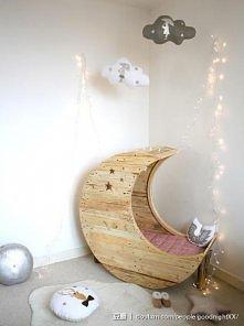 co za łóżko w kształcie księżyca :)