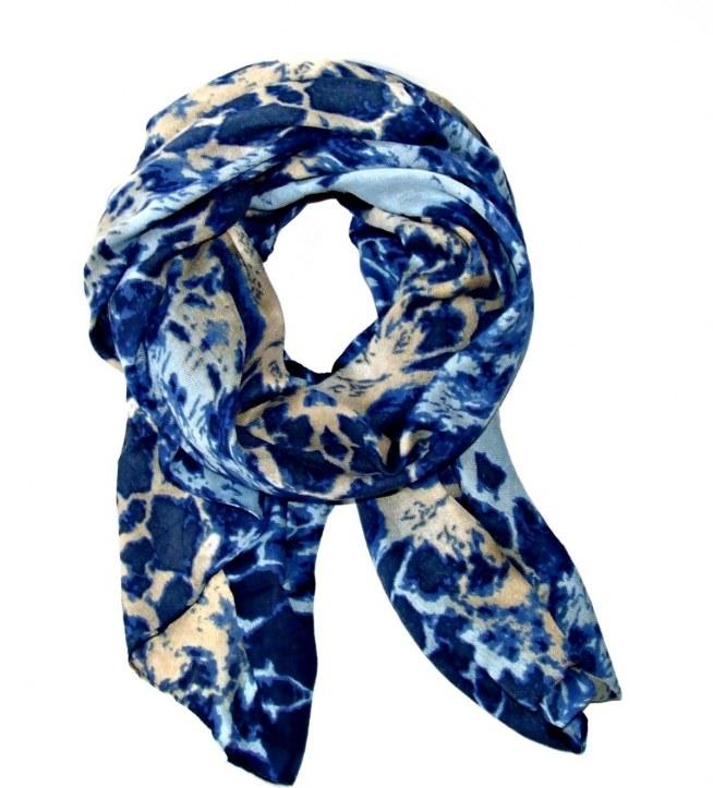 Niebieski szal z elementami beżu z pięknej kolekcji WILD. Idealny na jesień i zimę!