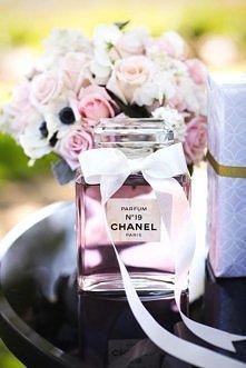 Madame Allure. Luksusowa Panna Młoda. Ekskluzywne perfumy na ślub - jak je wybrać?  Więcej na blogu Madame Allure.