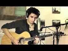 jak on gra <3  tak pięknie ... i ta gitara *,*