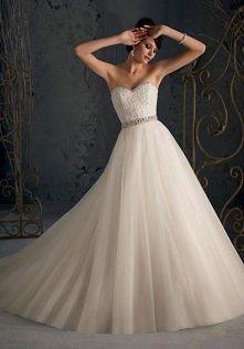 Wspaniała suknia ślubna z o...