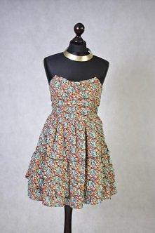 Kolorowa sukienka w kwiaty