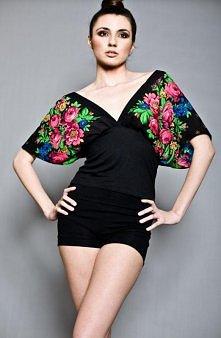 Kimonowa bluzka w kwiaty  projektant: Kasia Miciak
