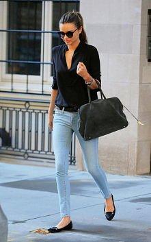 Klasyka: czarna koszula.  Miranda Kerr  Więcej na Moda Cafe!