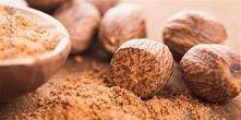 Maseczka z gałki muszkatołowej - receptura  Oto prosty przepis na maseczkę o silnym działaniu przeciwzapalnym i redukującym zaczerwienienia. Obłędnie korzenny zapach relaksuje, ...
