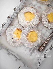 """Skoleboller - norweskie budyniowo-kokosowe bułeczki """"szkolne bułeczki"""""""