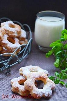 Kruche ciastka śmietankowe Składniki: 30 dag mąki 25 dag masła 6 łyżek śmieta...