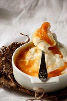 mus serowy z brzoskwiniami
