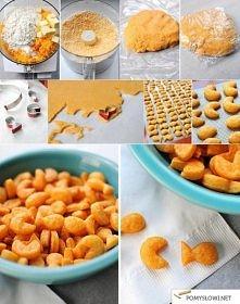 SEROWE KRAKERSY  Składniki: 200 g mąki pszennej 30 g masła (zimnego) 1/3 szkl...