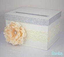 Prostokątne pudełko na koperty z koronką i kwiatem