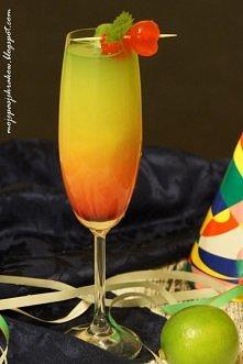 TĘCZOWY DRINK Składniki: * 100 ml soku pomarańczowego * 10-15 ml syropu z grenadiny * 50 ml wódki * ok 50-70 ml zielonego frugo Do wysokiej szklanki wlać sok pomarańczowy wymies...