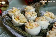 Składniki: 6 jajka 2 marchewki 1 korzeń pietruszki 1 ziemniak 1/3 puszki kuku...