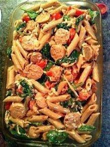 lekka zapiekanka makaronowa z kurczakiem,bazylią,pomidorami i mozzarellą..