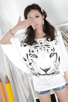 Biała bluzka z głową tygrysa. Bawełniana, biała bluzka w modnym fasonie typu ...