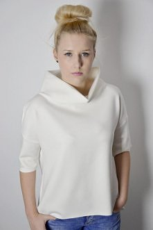Biała bluzka oversize