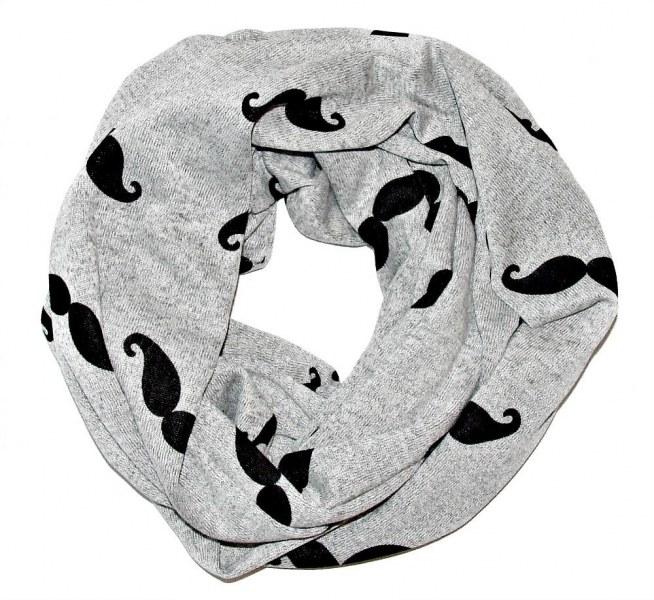 Miękki i ciepły komin z motywem wąsów - odcienie szraości idealne na zimę.