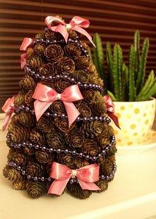świąteczna choineczka z szyszek