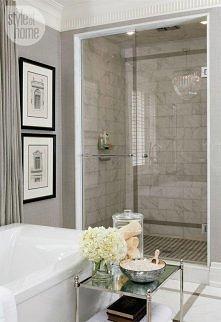 Elegancka łazienka. Więcej inspiracji po kliknięciu:)
