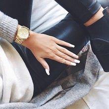 Śliczne paznokcie.