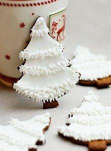 Śliczne ciastka białe choineczki