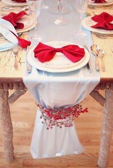 Dekoracje stołu świątecznego po kliknięciu. Sprawdź - może któraś Cię zainspi...