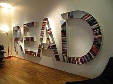 Dobry pomysł na półkę na książki :)