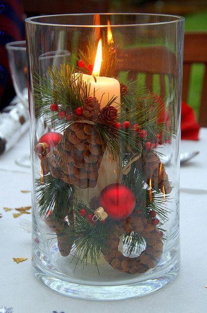 Ładnie wkomponowana świeca, przyda się na wigilijnym stole