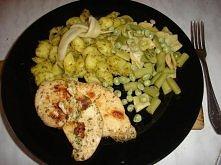 Podwójnie zielone, czyli muszelki z pesto, pierś z kurczaka w ziołach i warzy...
