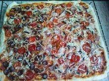 Pyszna pizza z ciasta drożd...