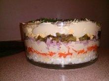 Sałatka warstwowa z marchewką -5 jaj ugotowanych na twardo -20 dag szynki -30...