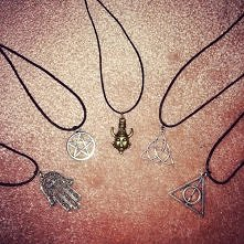 Mogę wykonać takie amulety jak na zdj, z wyjątkiem tego w środku :/