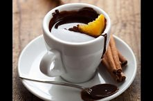 Gorąca czekolada z pomarańczą Gorąca czekolada to przysmak, który z pewnością...