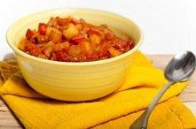 Ziemniaki w pomidorach  SKŁADNIKI:   10 ziemniaków 3 pomidory cebula 2 łyżki ...