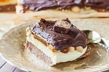 Mega słodkie, efektowne ciasto bez pieczenia- snickers. Przepis znajdziesz kl...