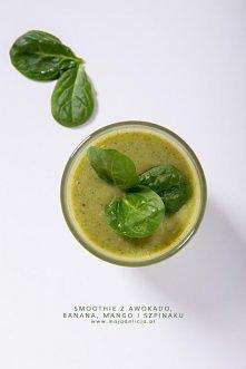 Kolejne zdrowe, wartościowe i pożywne Green smoothie. Tym razem zielony koktajl zrobiłam z awokado, banana, mango i szpinaku w towarzystwie mleka (zwykłego lub roślinnego) i mio...