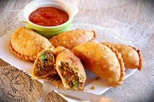 Empanadas- meksykańskie pierożki z ostrym sosem pomidorowym