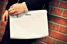 biała, skórzana torebka projektantki Sabriny Pilewicz
