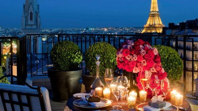 Romantyczna kolacja w Paryżu <3
