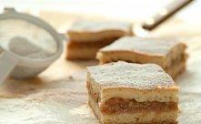 Jabłecznik najwspanialsze ciasto Babci :D Nawet w swoje święto nie zapomina i robi je dla swoich dzieci ; wnuków :3