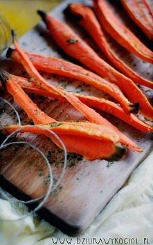 Frytki marchewkowe z rozmarynem, jako jeden z najsmaczniejszych zamienników n...