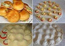 Bułeczki z pomidorem i serem :)  Ciasto:  3 szklanki maki,  1 szklanka wody, ...