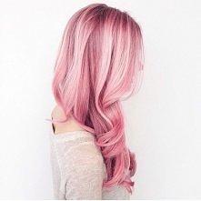 Marzeniem na nowy rok, jest przerwanie ruty, a gdyby raz zaszaleć i zrobić coś czego w głębi duszy chce się spróbować, myślę że szalony kolor włosów to świetny pomysł;)