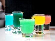 Kamikaze w 5 kolorach – przepisy Każdy przepis wystarcza na zrobienie 3 shotów do kieliszków o pojemności 40 ml. Sposób przygotowania zawsze ten sam – składniki wstrząsamy w sha...