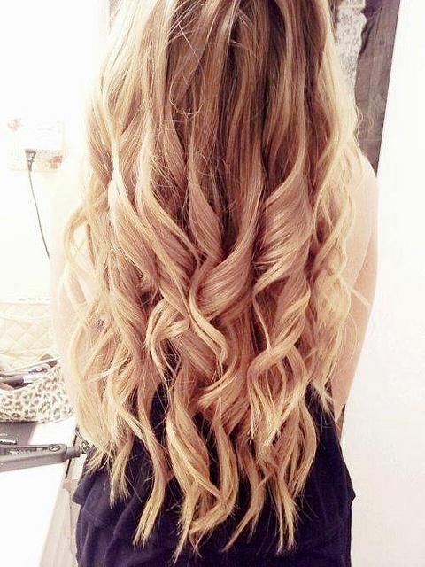 W tym roku jednym z moich postanowień jest pokręcenie włosów :) Wiem, że to dziwne, ale wcześniej nigdy tego nie robiłam. Polecacie lokówkę czy papiloty ? :)