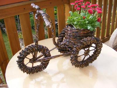 75974f56abb6a9 rowerek z wikliny papierowej -doniczka-cały zrobiony z gazet na ...