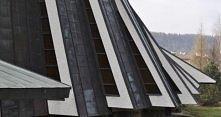 Architektura sakralna czyli Kościół w Ustrzykach Dolnych, jako przykład wkomp...