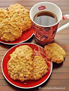 Chrupiące ciasteczka owsiane vSkładniki na około 22 duże ciasteczka: 200g masła w temperaturze pokojowej 3/4 szklanki jasnego brązowego cukru (można użyć białego) 1 opakowanie c...